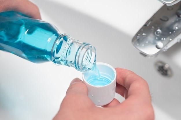 Mouthwash reduces coronavirus load in saliva