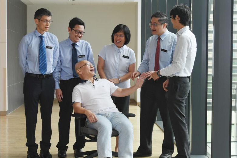 ​Mr Ong Chee Fatt (seated) with doctors from the National Heart Centre Singapore (NHCS) and Singapore General Hospital (SGH). In November 2016, Mr Ong became one of the first few patients to undergo treatment for chronic thromboembolic pulmonary hypertension, as part of a programme that was being developed at NHCS.ST PHOTO KHALID BABA