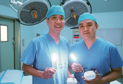 Doctor's device sheds light on surgical problem